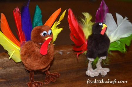 A fun kids Pom Pom Turkey craft made of pom poms, pipe cleaner, craft foam, feathers and googly eyes. #turkey #kidscrafts