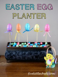 Easter Egg craft from fivelittlechefs.com #easter #kidscrafts