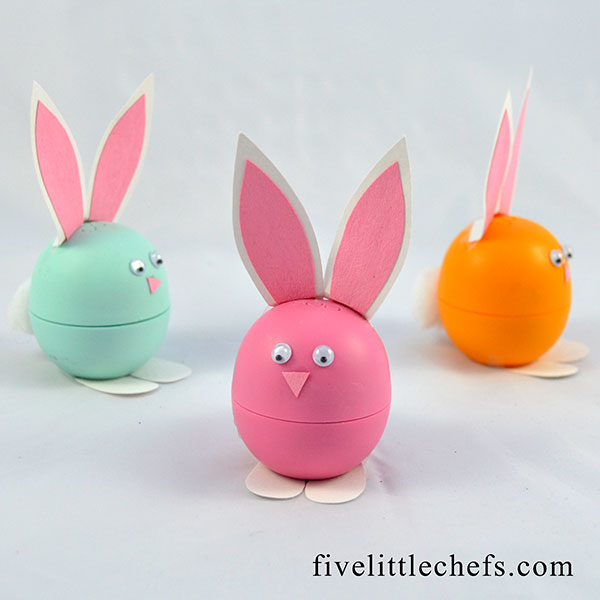 Quick and easy easter crafts are my favorite. This easter bunny uses EOS lip balm and basic supplies.