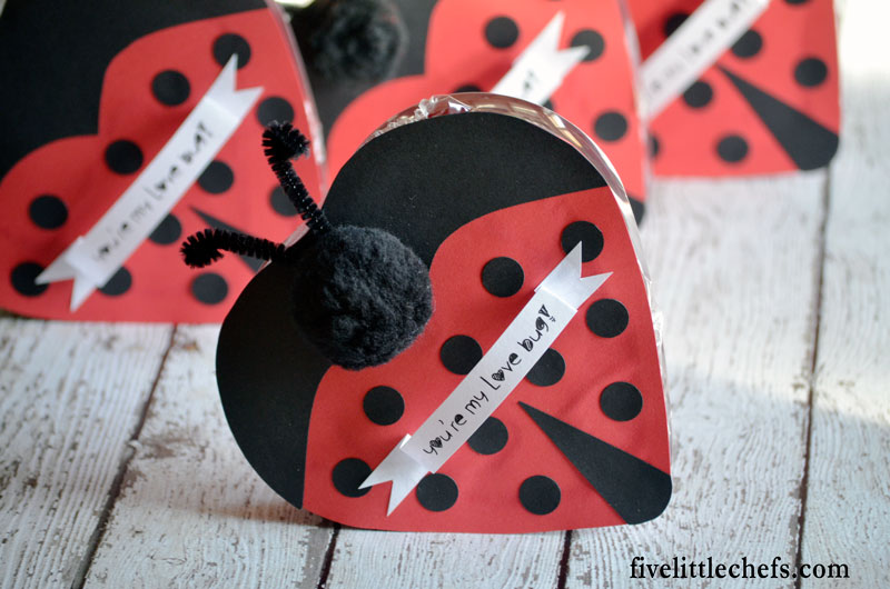 Love Bug Chocolate Craft is a perfect Valentine's Day gift for kids or for a family member. Includes printable to make the craft easier.