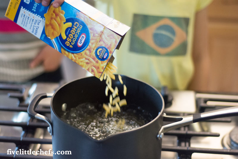 Use Kraft Mac & Cheese to empower your kids to learn to cook. The directions are simple so that they can be successful. Create a veggie mobile, add fruit to round out the meal.